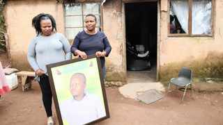 A VIDEO went viral of Thandaza Mtshali and Ntombenhle Mhlongo dragging their relative's body to the Old Mutual branch in KwaDukuza.     Zanele Zulu African News Agency (ANA)