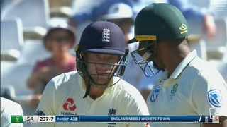 England wicketkeeper Jos Buttler exchanges sone words with South African allrounder Vernon Philander. Photo: Travis Arendse