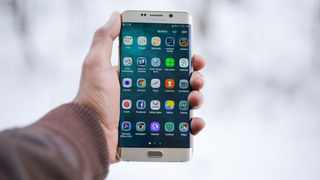 More travellers are booking their holidays on their mobile phones. Picture: Pexels.