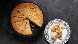 Skillet Peanut Butter Chocolate Chip Blondies. Photo by Tom McCorkle for The Washington Post.