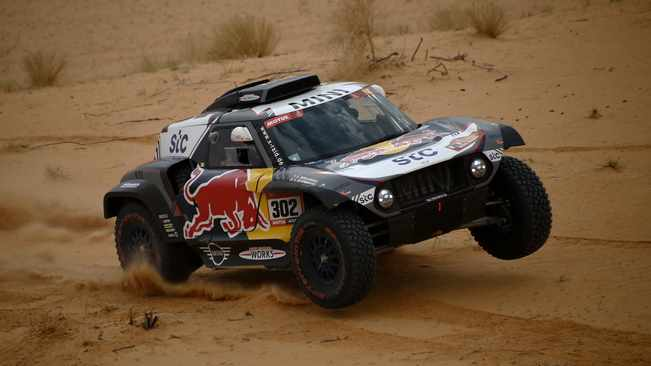 Dakar leader Stephane Peterhansel roars ahead, Toby Price crashes out