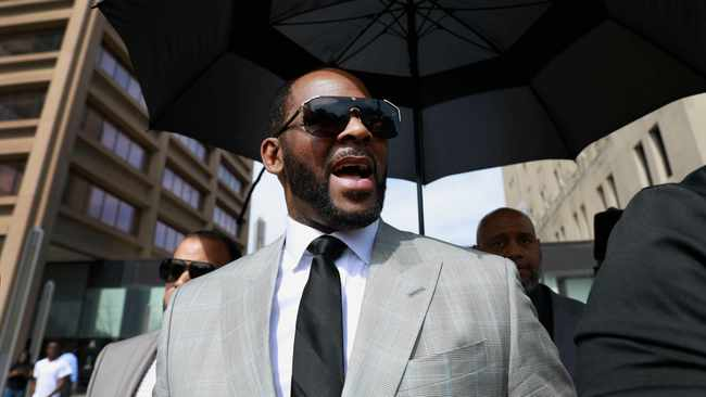 R. Kelly leaves the Leighton Criminal Court building in Chicago. Picture: AP