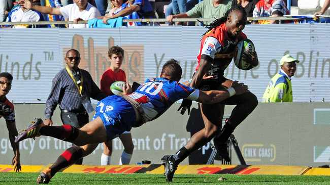 Seabelo Senatla, seen here rounding Handre Pollard, is back at wing for the Stormers against the Sharks. Photo: Ryan Wilkisky/BackpagePix