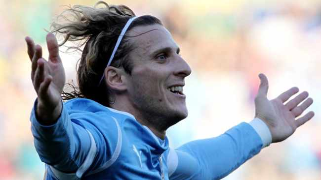 Best player at 2010 World Cup in SA, Diego Forlan, retires from football