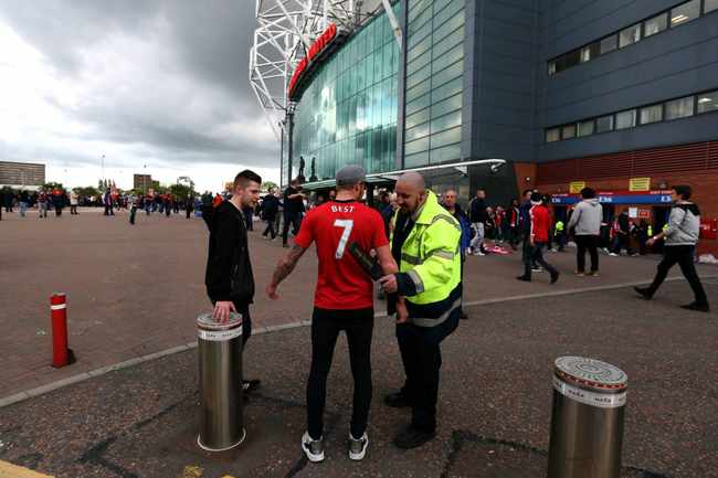 bd8b8af6 9e82 5a13 8674 85762ed33e0f - Fans return to English grounds, but told not to celebrate goals too much