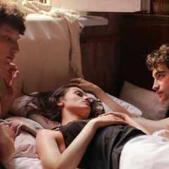 Threesome tips: 6 things you should know before having one