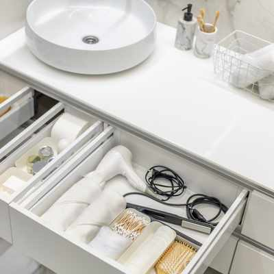 5 STEPS TO DECLUTTER YOUR BATHROOM AHEAD OF SUMMER