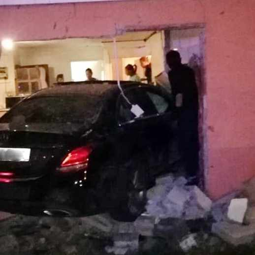 My home isn't a drive-thru: Family dik after fifth car crashes into their home