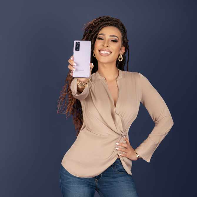 Sarah Langa Shares How The Galaxy S20 FE (Fan Edition) Keeps Up With Her All Day